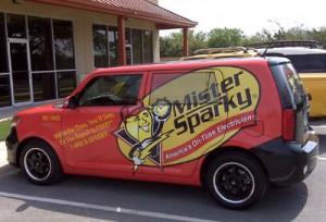 automobilio apklijavimas reklaminiais lipdukais